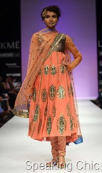 Anupama Dayal kurta with gold embroidery LFW