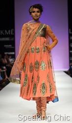 Anupama Dayal kurta with gold embroidery LFW