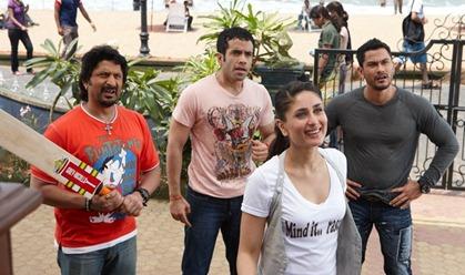 Kareena Kapoor tshirt in Golmaal3