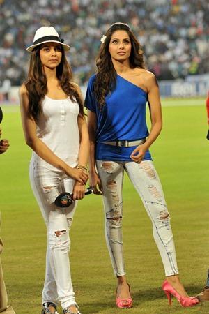 Dum Maaro Dum Deepika Bipasha match
