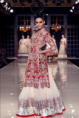 Sonam Kapoor for Manish Malhotra at Delhi Couture Week 2011