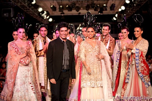 Models at Manish Malhotra Delhi Couture Week 2011