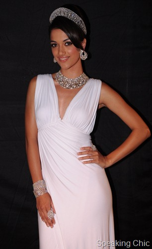 Angela Jonnson at Gehna Jewellers at IIJW 2011