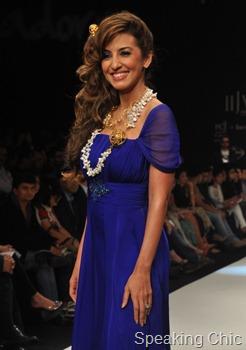 Showstopper for Pallavi Foley - Parizaad Zorabian in gold