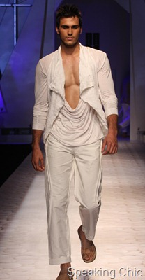 Model at KAran Johar-Varun Bahl at VHIMW 2011