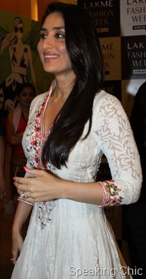 Kareena Kapoor at LFW S/R 2011 for Manish Malhotra