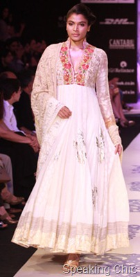 Model at Manish Malhotra LFWSR2011