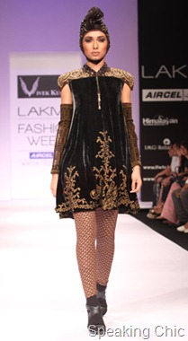 Model at Vivek Kumar LFW W/F 2011