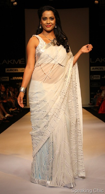 Actor Shahna Goswami wearing Debarun Mukherjee as a showstopper