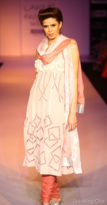 Model in Debarun Mukherjee at LFW S/R 2012